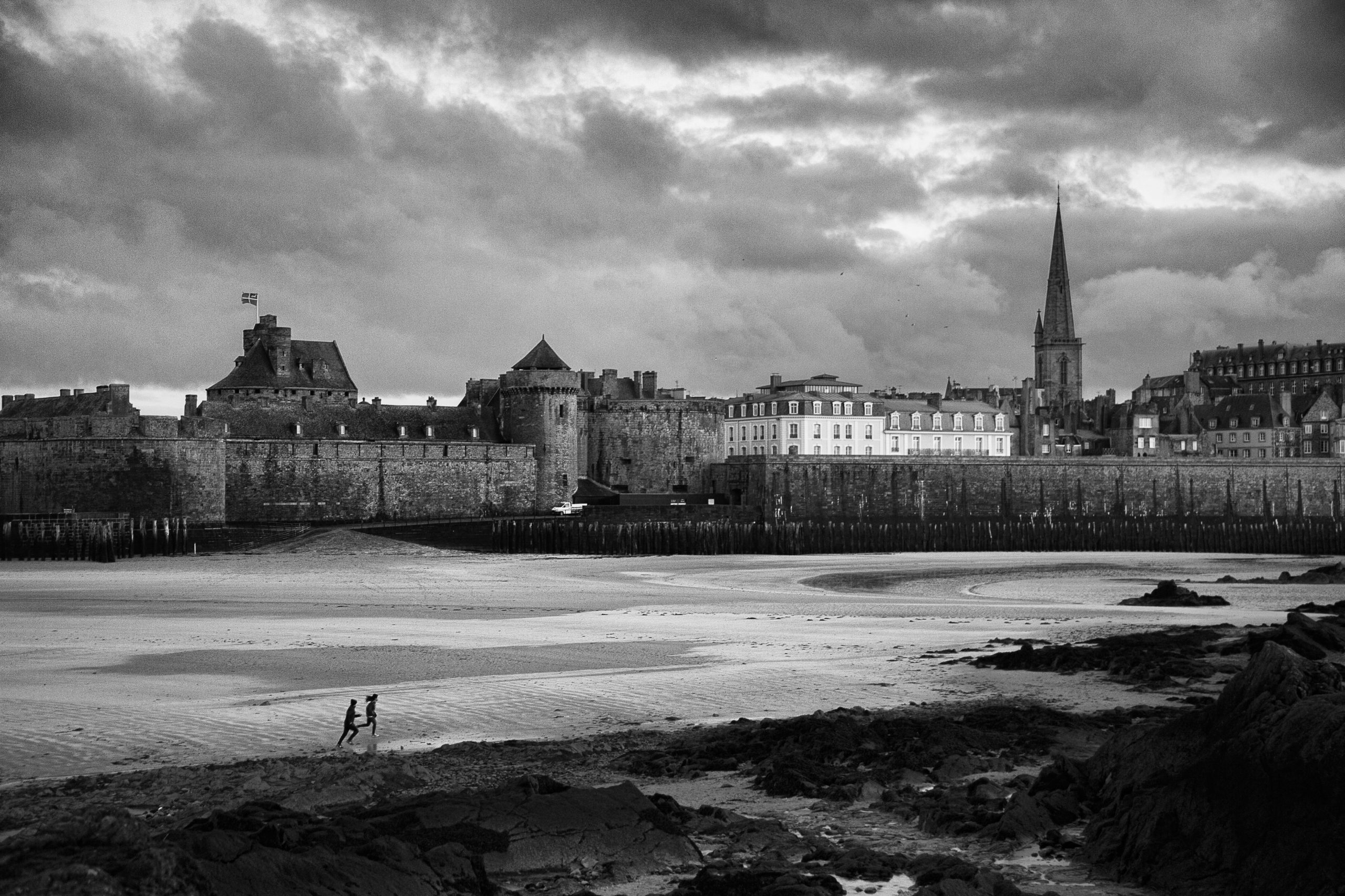 Photo bord de mer : Run !!!, Saint Malo -  2014 | ©Rod Maurice